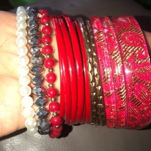 Jewelry - Assortment of bangles